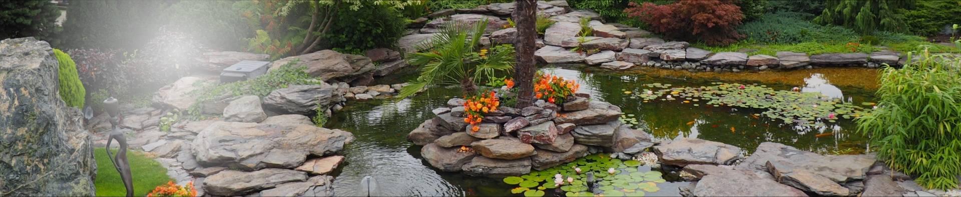 Ścieżka kamienna w ogródku