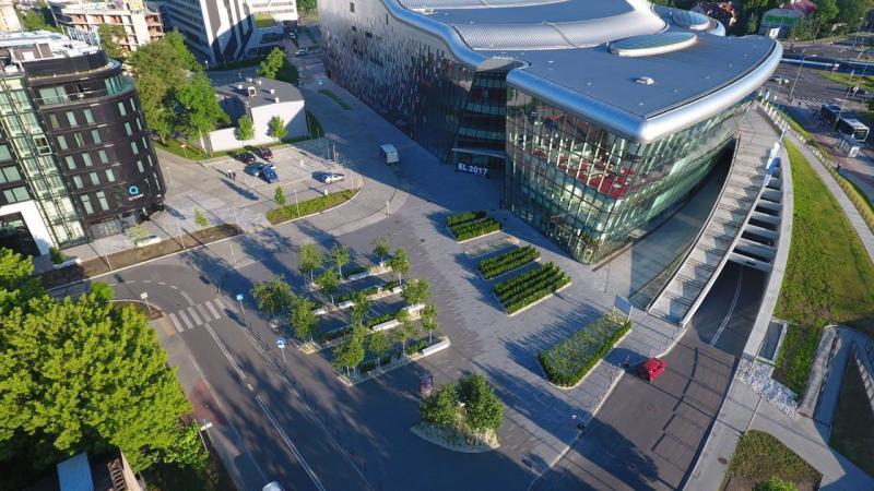 rok-2017-zagospodarownaie-terenu-zielengo-dla-centrum-kongresowe-ice-1